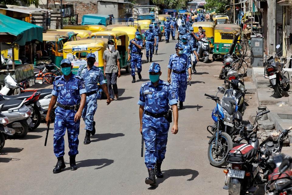 Когда неделю назад правительство Индии объявило о введении общенационального карантина на три недели, это выглядело, как попытка приостановить распространение в стране коронавирусной инфекции.