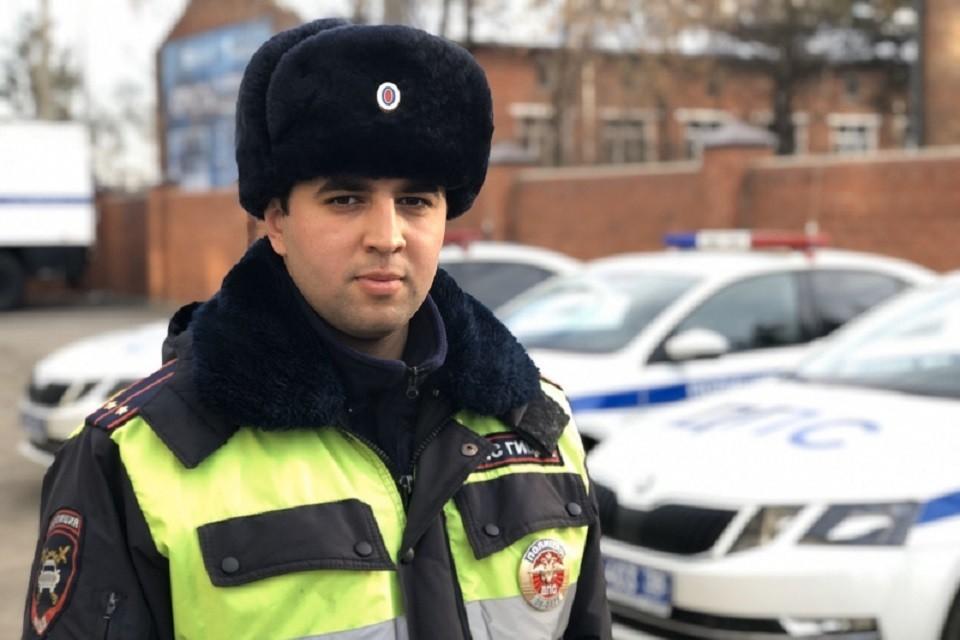 С сиреной и маячками: полицейские Иркутска довезли теряющего сознание ребенка в больницу