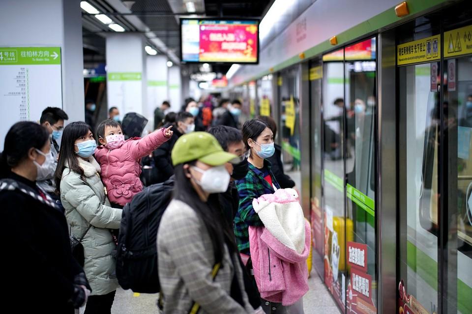 В китайском городе, ставшем эпицентром пандемии, жизнь входит в привычные берега