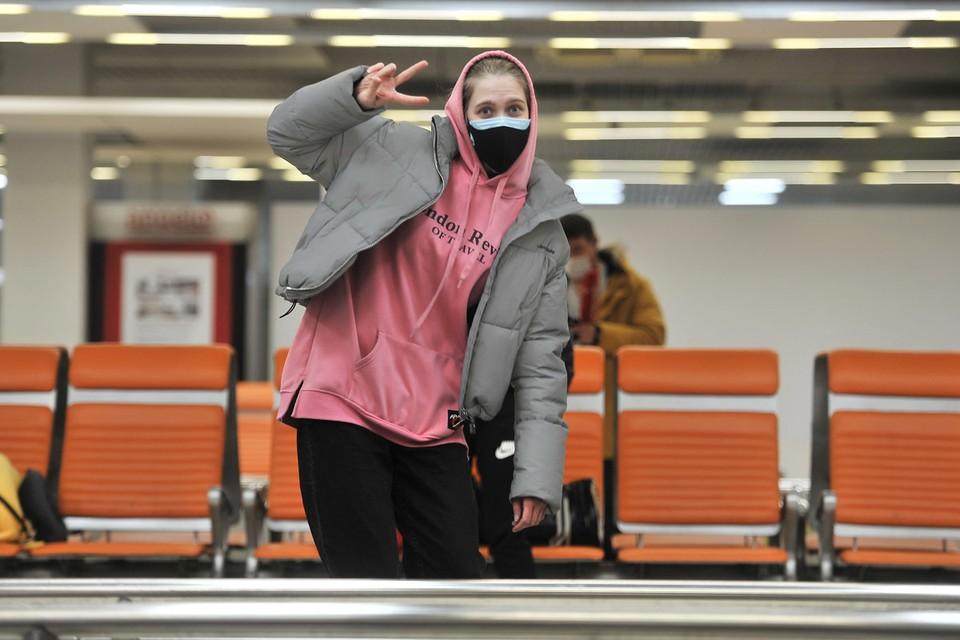 Собственно, обычные пассажирские рейсы за границу и так уже не выполнялись. Но были вывозные – российские граждане из разных стран возвращались на родину. В основном туристы и студенты.