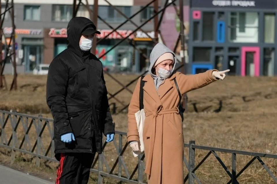 В Петербурге вступил в силу закон о новых штрафах для нарушителей самоизоляции.