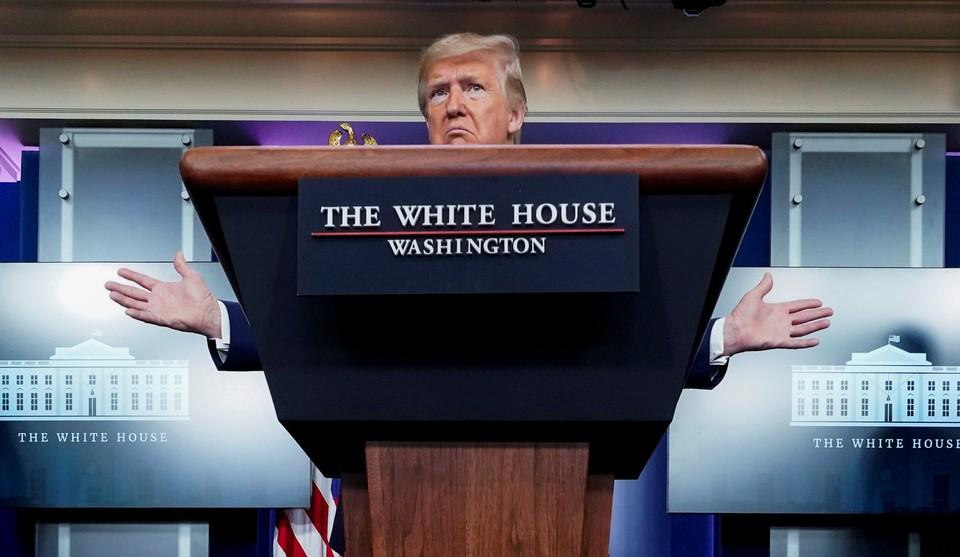 Президент США Дональд Трамп во время брифинга.