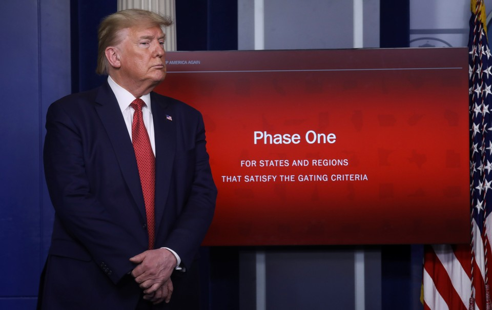 Дональд Трамп рассказал о планах по снятию ограничений из-за коронавируса.