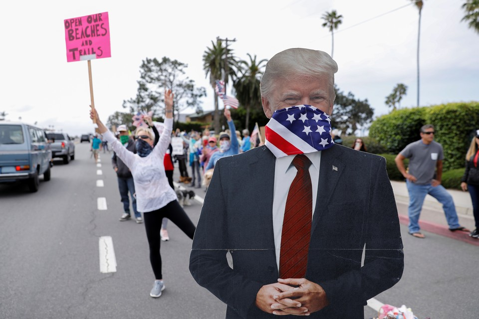 Американцы, недовольные карантином, выходят на митинги.