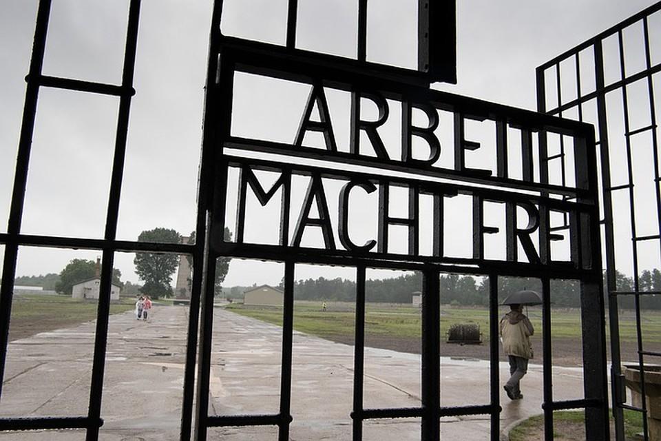 Входа в мемориал на месте бывшего нацистского концлагеря Заксенхаузен. Фото DPA/TACC