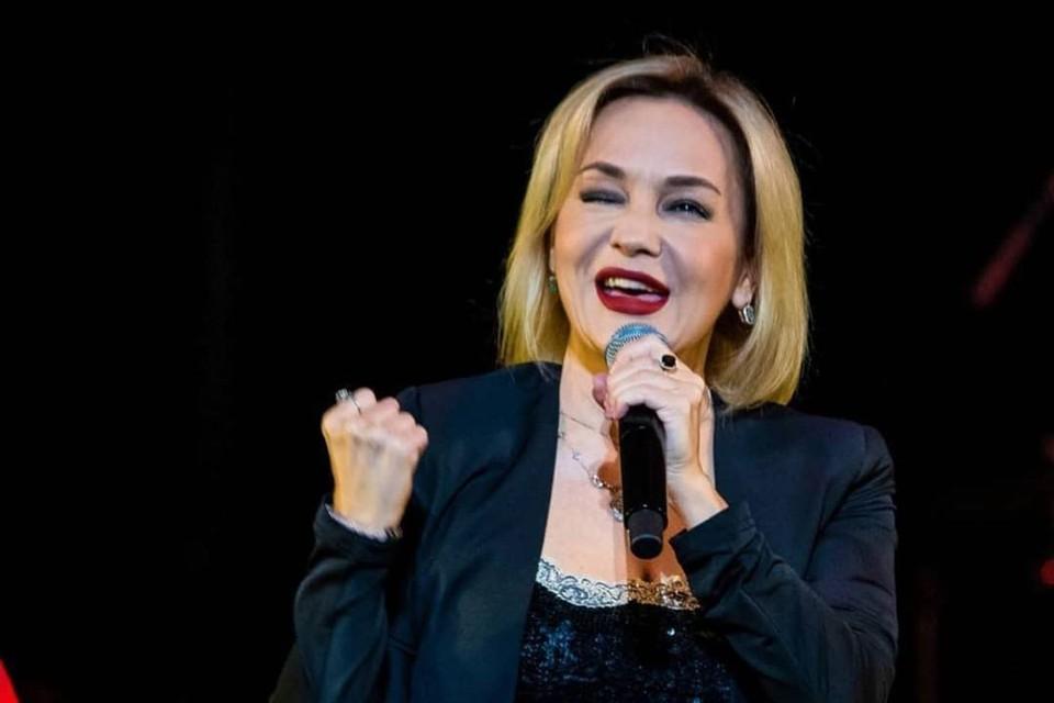 51-летняя певица находится дома