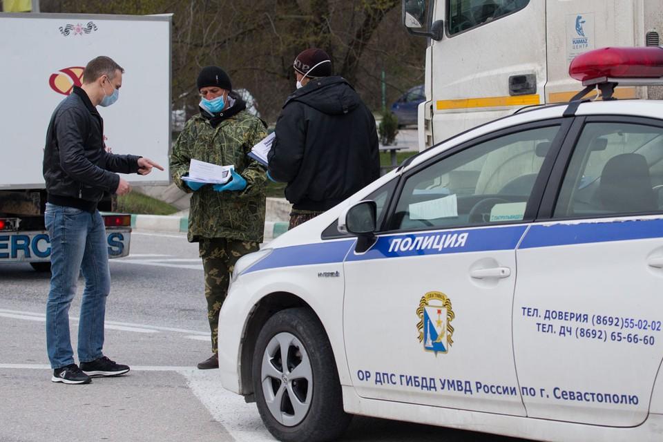 Блокпост на въезде в Севастополь. Фото: Сергей Мальгавко/ТАСС