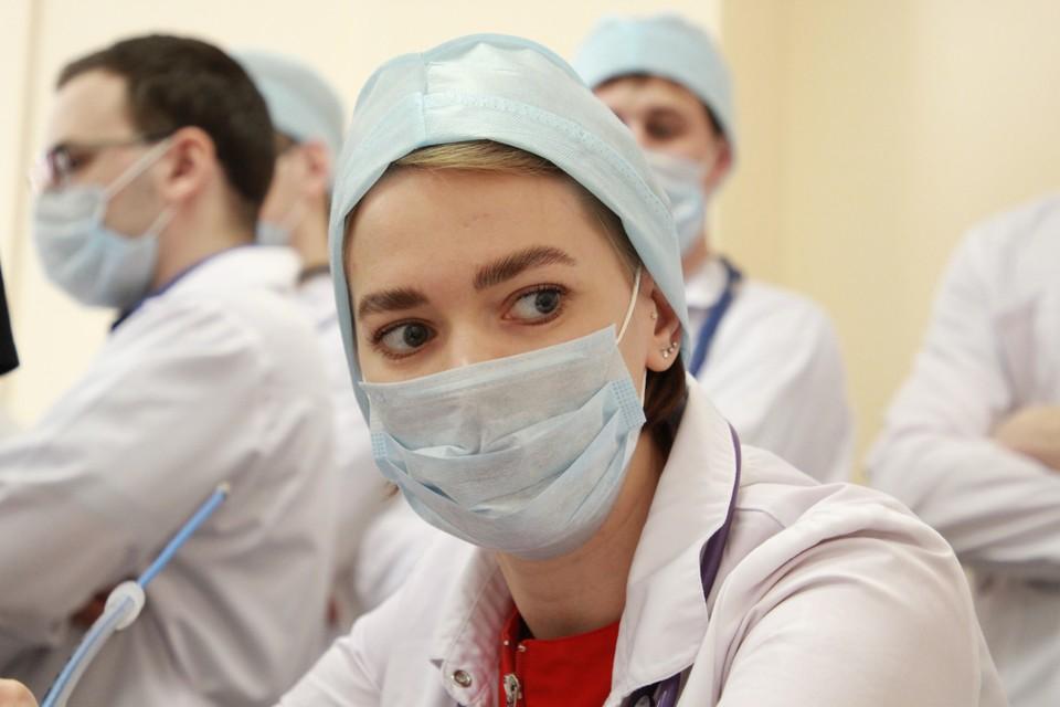 Регионы получили деньги на выплаты медикам за борьбу с коронавирусом