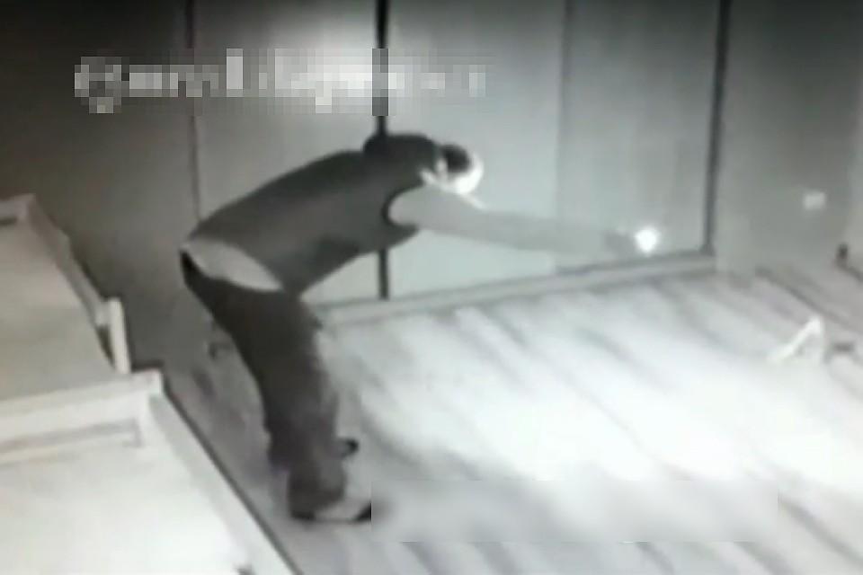 Поджигатель утверждает, что его вели «голоса». Но полицейские сомневаются в искренности мужчины. Фото: пресс-служба ГУ МВД по Республике Дагестан