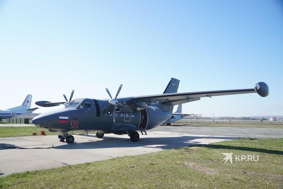 Корреспонденты «КП» не упустили возможность совершить полет на легковом транспортном самолете АН-26