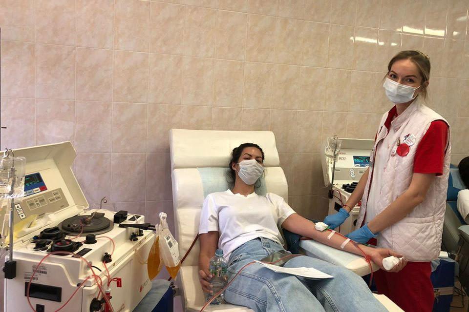 переливание антиковидной плазмы может спасти жизнь.