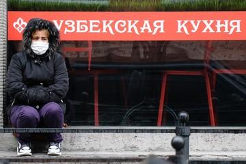 Должна ли Россия кормить мигрантов: Больше половины приезжих в Москве лишились работы
