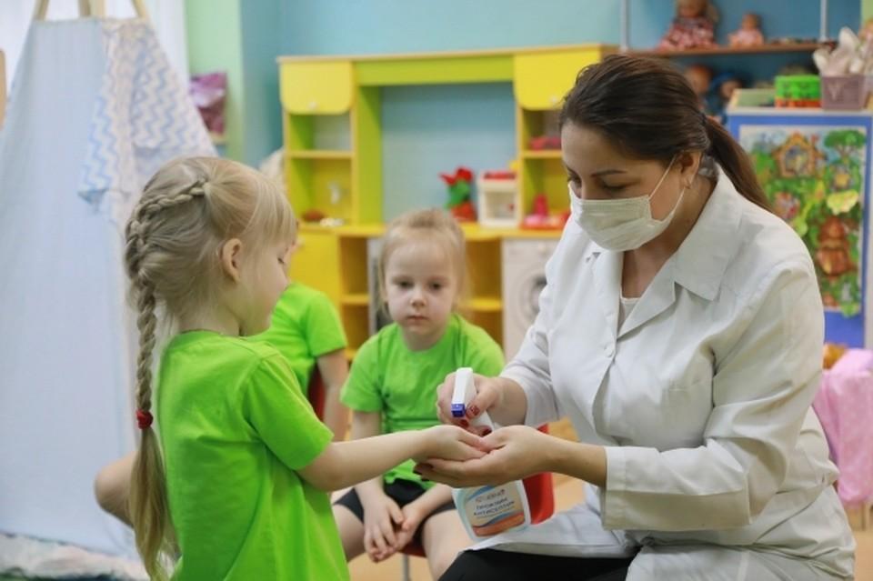 Руководство детсада потребовало, чтобы воспитательница скорее вернулась на работу из закрытого на карантин города Павлово.