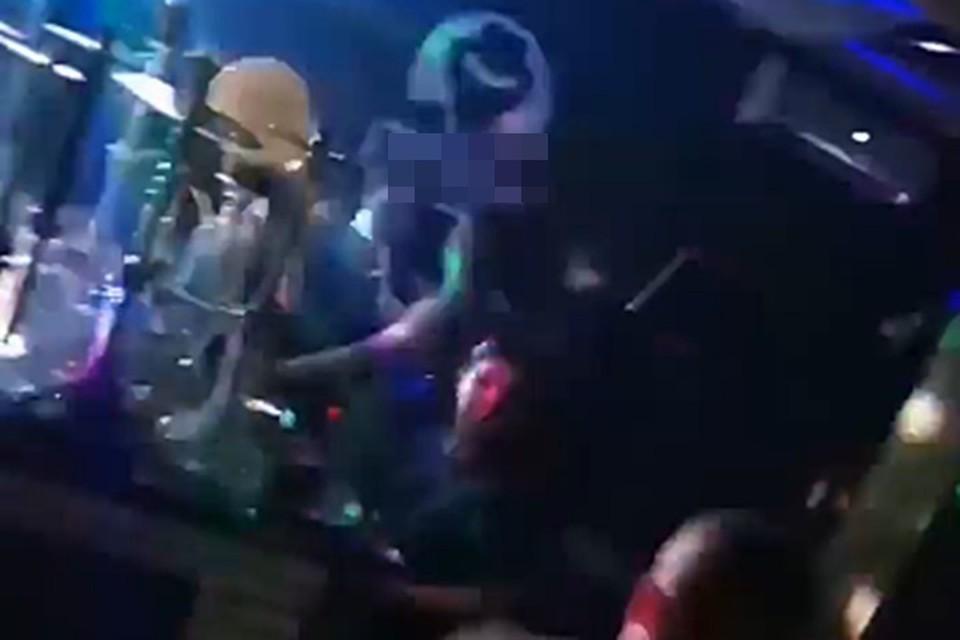 Зажигательную вечеринку устроили в одной из кальянных в центре кубанской столицы, несмотря на карантин.