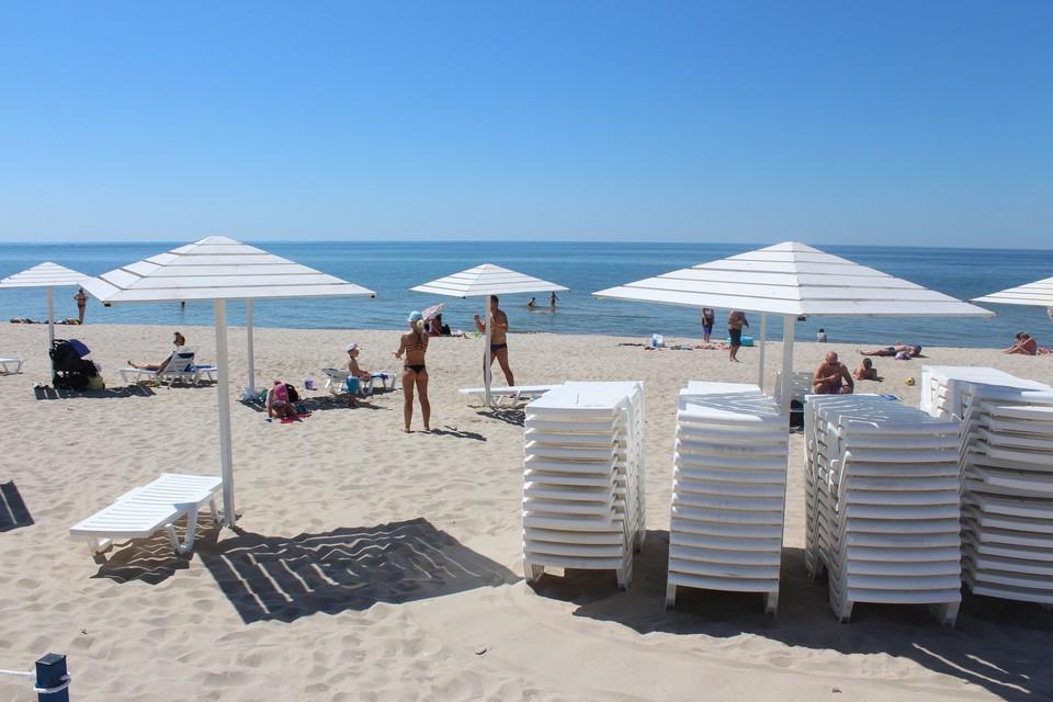 Пляж в Янтарном ровно год назад.