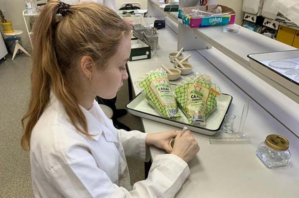 Хабаровская школьница исследует влияние косметики на микрозелень ФОТО: Министерство образования и науки Хабаровского края