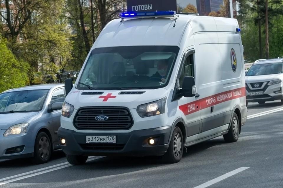 Бригады скорой помощи редко опаздывают на вызовы пациентов в Санкт-Петербурге даже во время коронавируса.