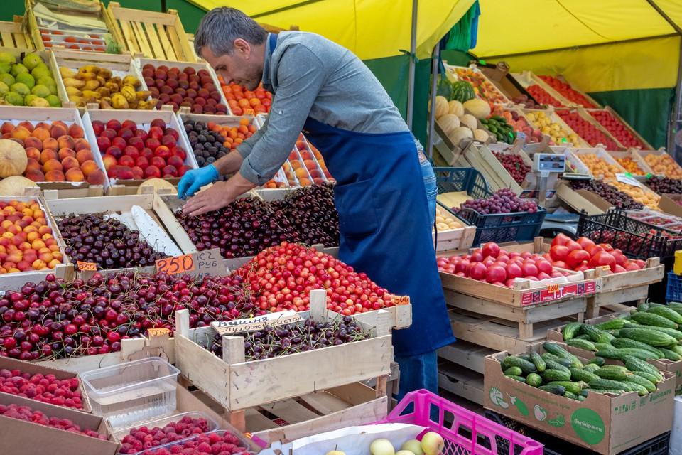 В Ленинградской области разрешили открыть все рынки.