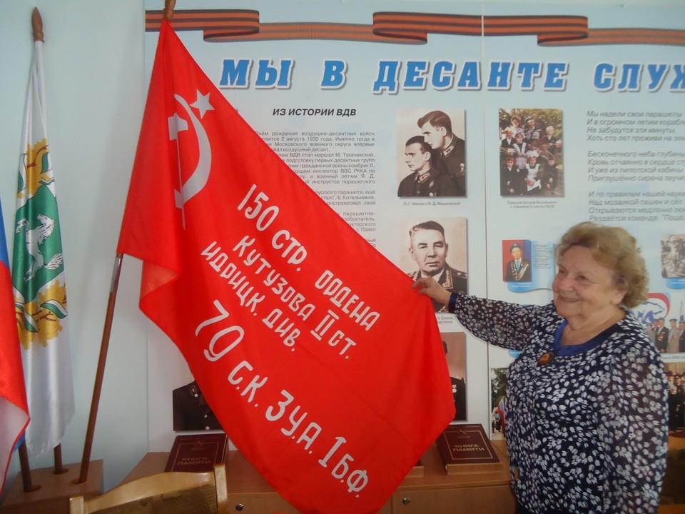 Под руководством Валентины Сухановой в школьном военно-историческом музее продолжается активная работа.
