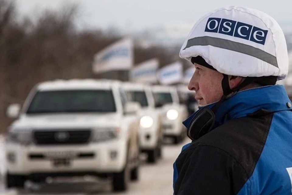Украинские боевики обстреляли блокпост у Золотого на глазах наблюдателей ОБСЕ. Фото: ДАН