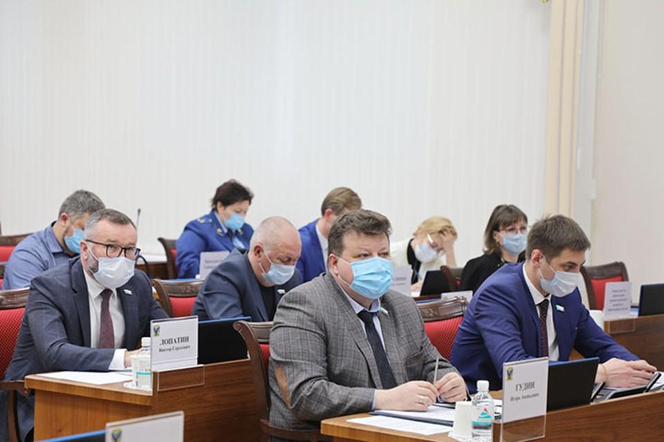 Депутаты Законодательной думы Хабаровского края просят жителей осознанней подходить к рекомендациям врачей