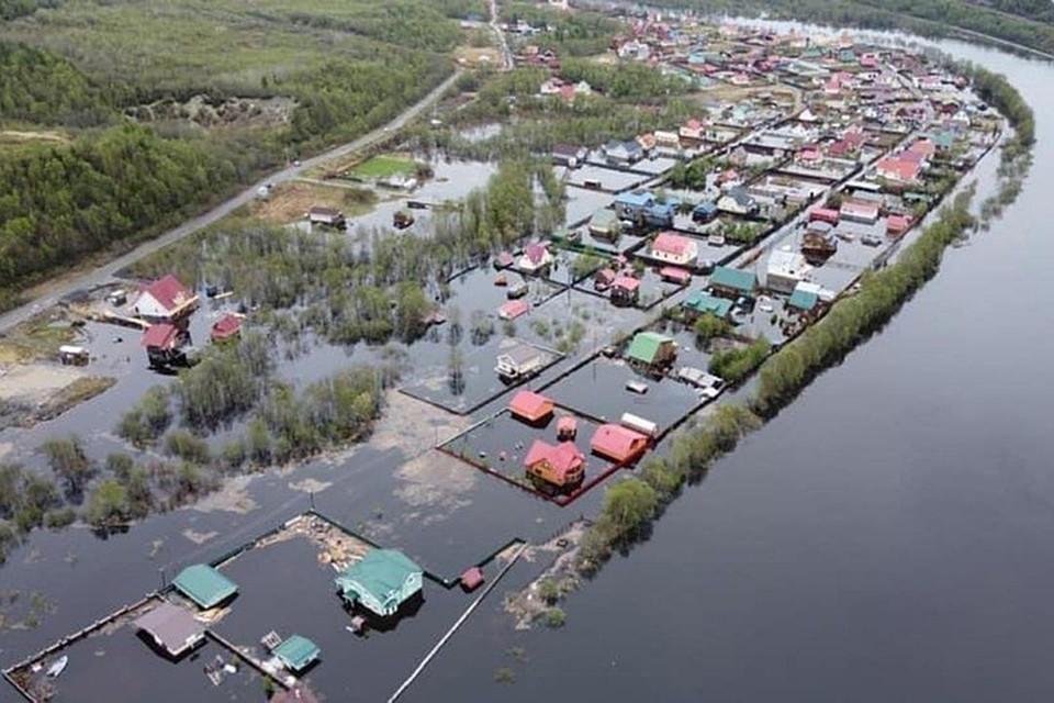 Паводок затопил Кильдинстрой и дачные поселки рядом с ним. Фото: Город Кола 51
