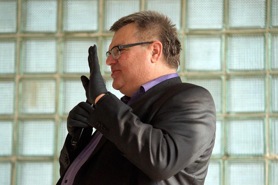 Виктор Бабарико провел в Витебске встречу на заброшенном заводе. Фото: Сергей СЕРЕБРО.