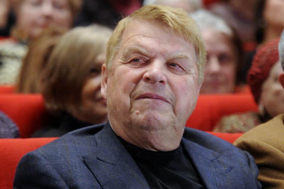 Поклонники актера скорбят по поводу его кончины. Фото: Сергей Фадеичев/ТАСС
