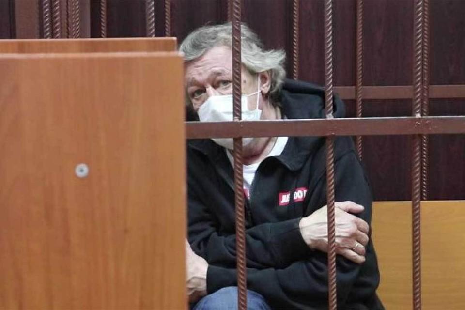 Михаила Ефремова задержали, но отпустили домой под подписку о невыезде. Фото: Пресс-служба Таганского суда/РИА Новости