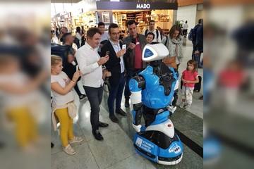 «Предъявите ваш билет». Пермский робот  начал работать в аэропорту Стамбула