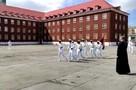 Видео с «танцующим маршем» темнокожих курсантов из Калининграда взорвало интернет
