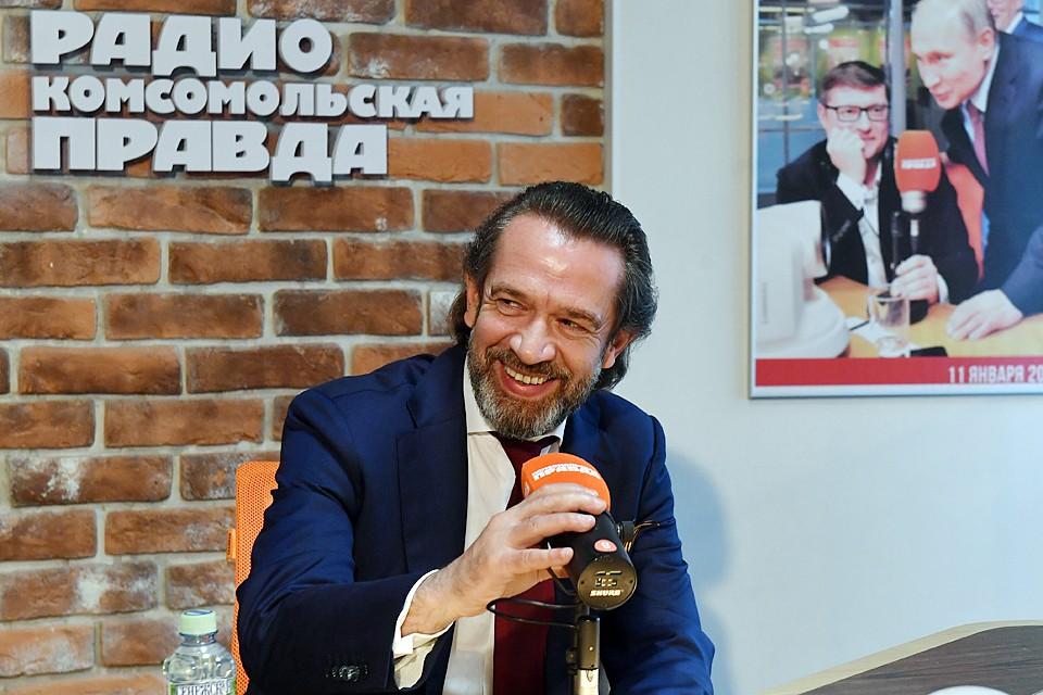 Владимир Машков в редакции «КП» на совместной с ВГТРК горячей линии «Наше решение. Наше будущее» ответил на вопросы читателей и журналистов