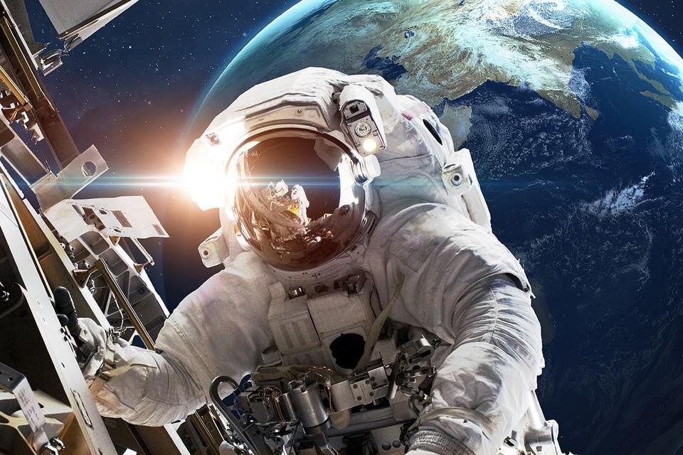 Россия подписала первый в истории контракт на выход космического туриста в космос