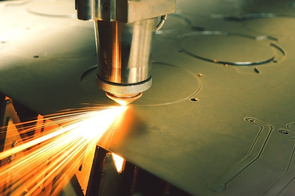 Тюменский завод-банкрот расстался с автомобилями и станками. Фото - pixabay.com.