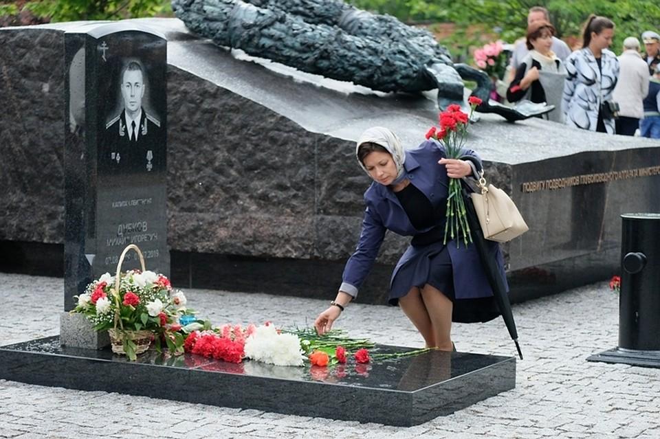 В Санкт-Петербурге помянули погибших моряков АС-31