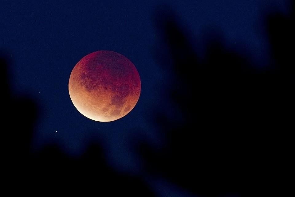 5 июля в Земля отбросит слабую полутень на Луну