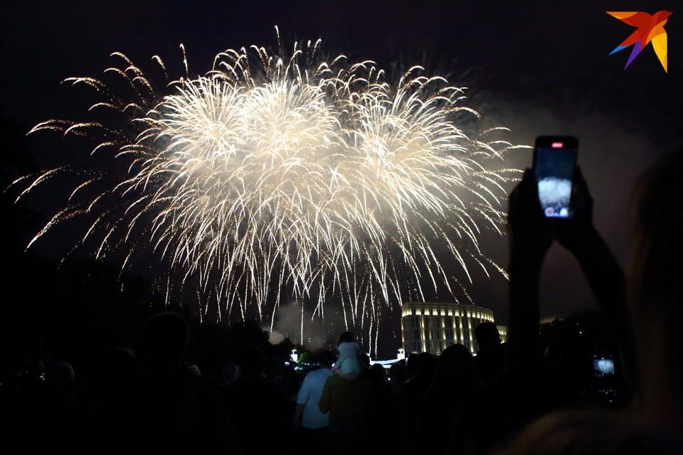 В День Независимости на берегу реки Свислочь в Минске открылся новый фонтан.