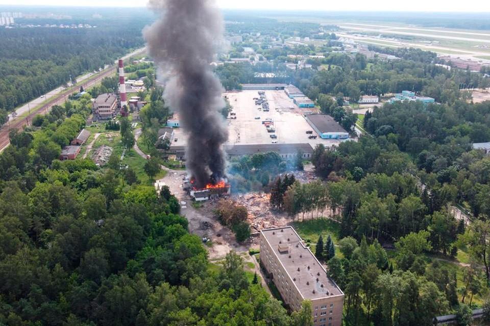 4 июля в Щелково на авиабазе заметили огонь и дым. Фото: Анна Иванова