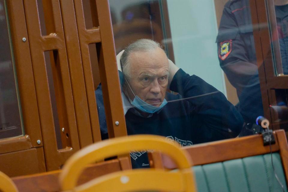 Доцент Соколов добился того, что в суде огласили его интимную переписку с Анастасией Ещенко.