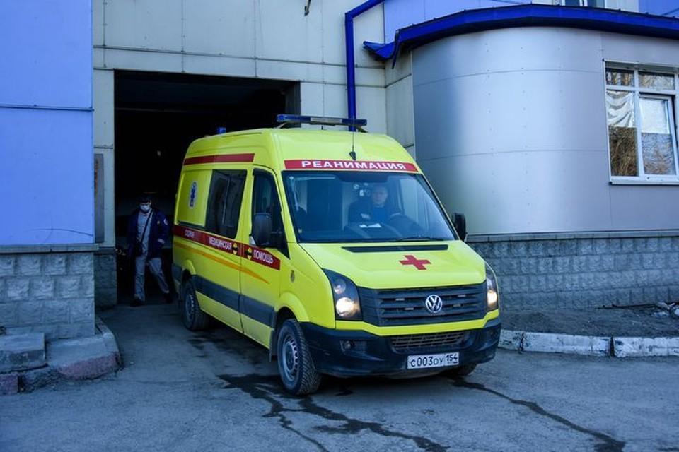 Под Новосибирском водитель иномарки погиб, столкнувшись с грузовиком.