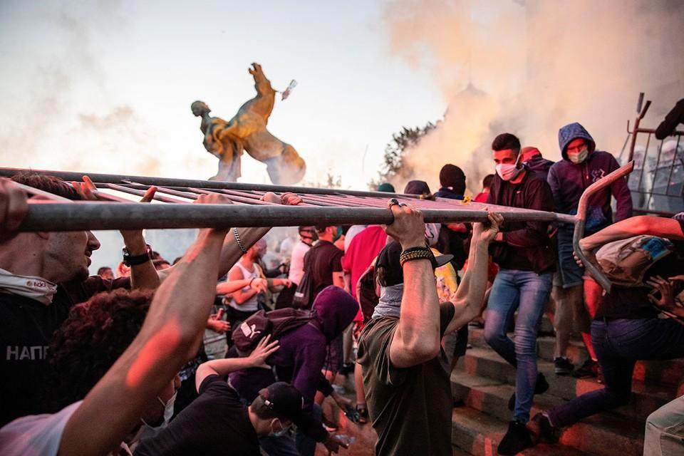 Из-за усиления карантина в Белграде вспыхнули массовые беспорядки
