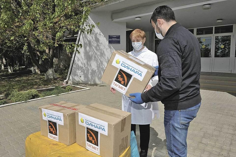 В рамках проекта «СТОП-коронавирус!» на средства ТМК благотворительный фонд «Синара» поставил СИЗ и антисептиков более чем в 40 больниц. Фото: Пресс-служба ТМК.