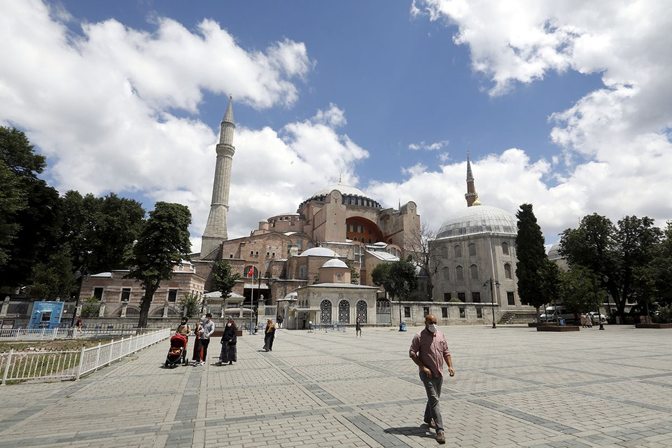 Собор Святой Софии – часть объекта «Исторические районы Стамбула», вписанного в Список всемирного наследия ЮНЕСКО.