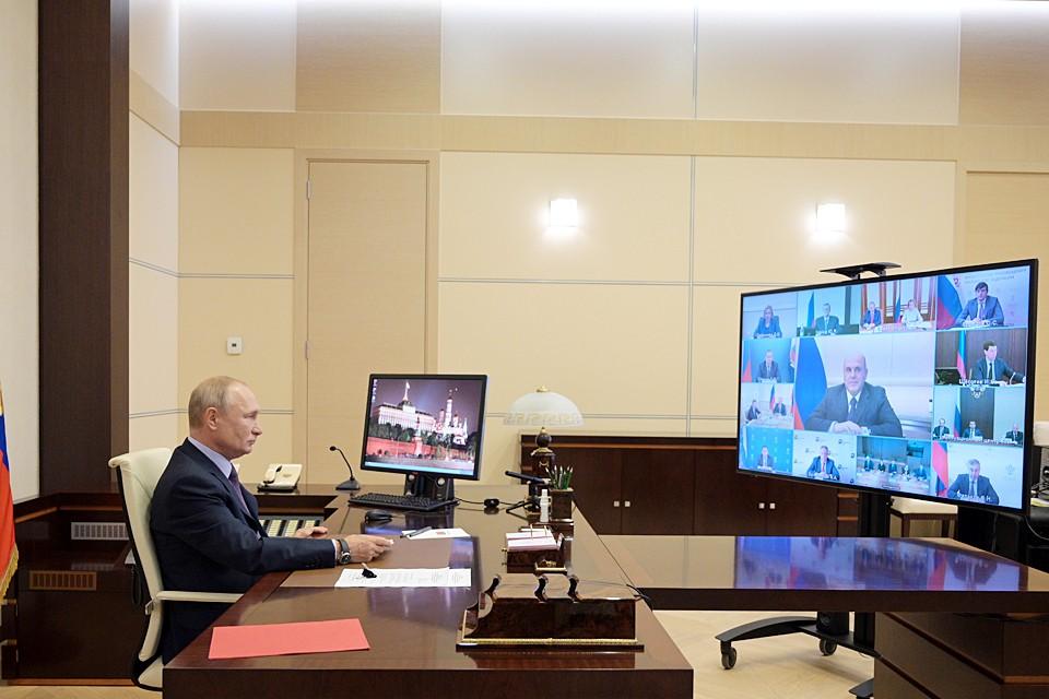 Владимир Путин в Ново-Огарево во время заседания Совета по стратегическому развитию и нацпроектам в формате видеоконференции. Фото: Алексей Дружинин/пресс-служба президента РФ/ТАСС