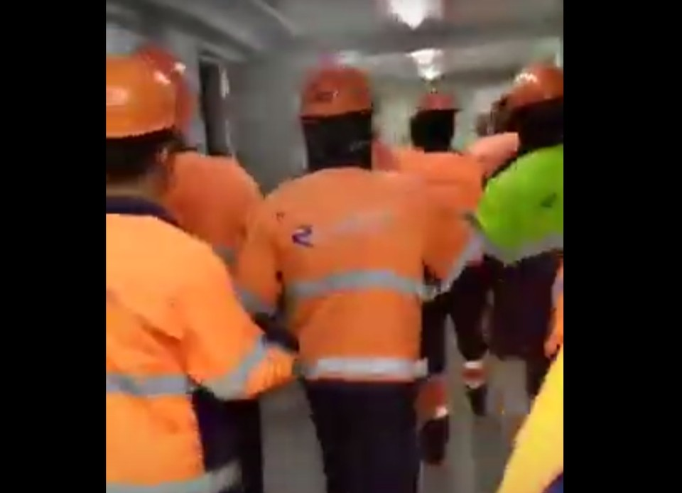 Рабочие ГПЗ разгромили не только офис, но и территорию