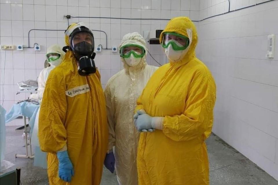 В Новокузнецке медики приняли роды у женщины с коронавирусом. Фото: Оперативный штаб области/ vk.com