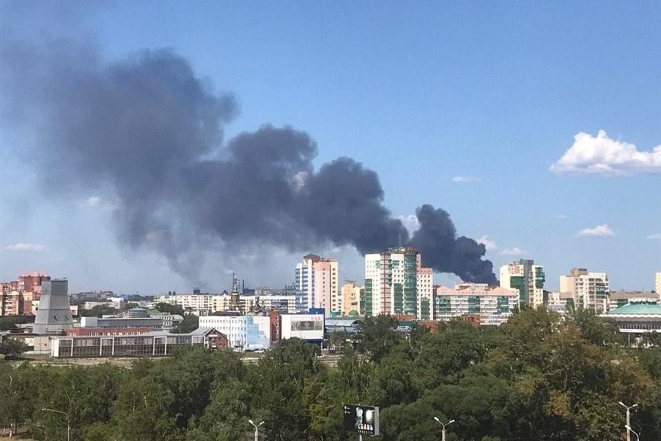 Над Челябинском поднимаются клубы дыма