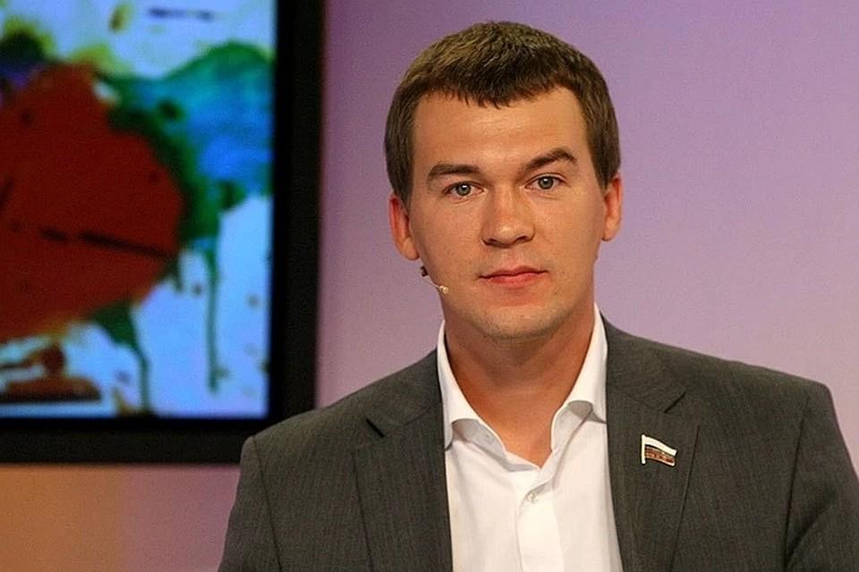 Михаил Дегтярев родился в Куйбышеве, учился на инженера в аэрокосмическом университете