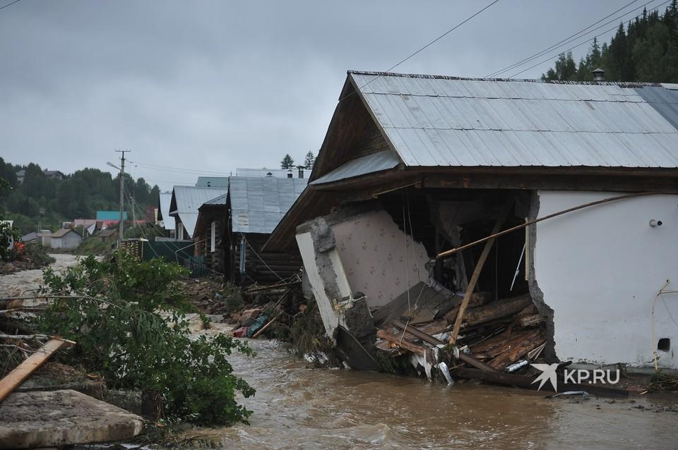 Несколько домов в городе разрушены