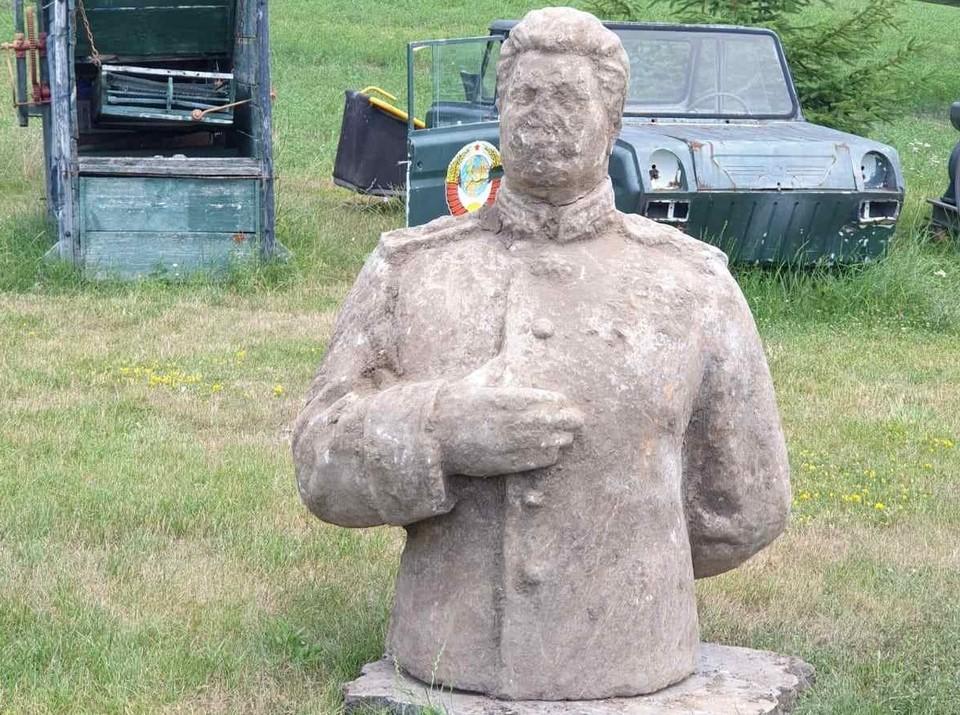 Памятник Сталину уже занял свое место в парке советского периода под Кишиневом. Фото: Петр Костин